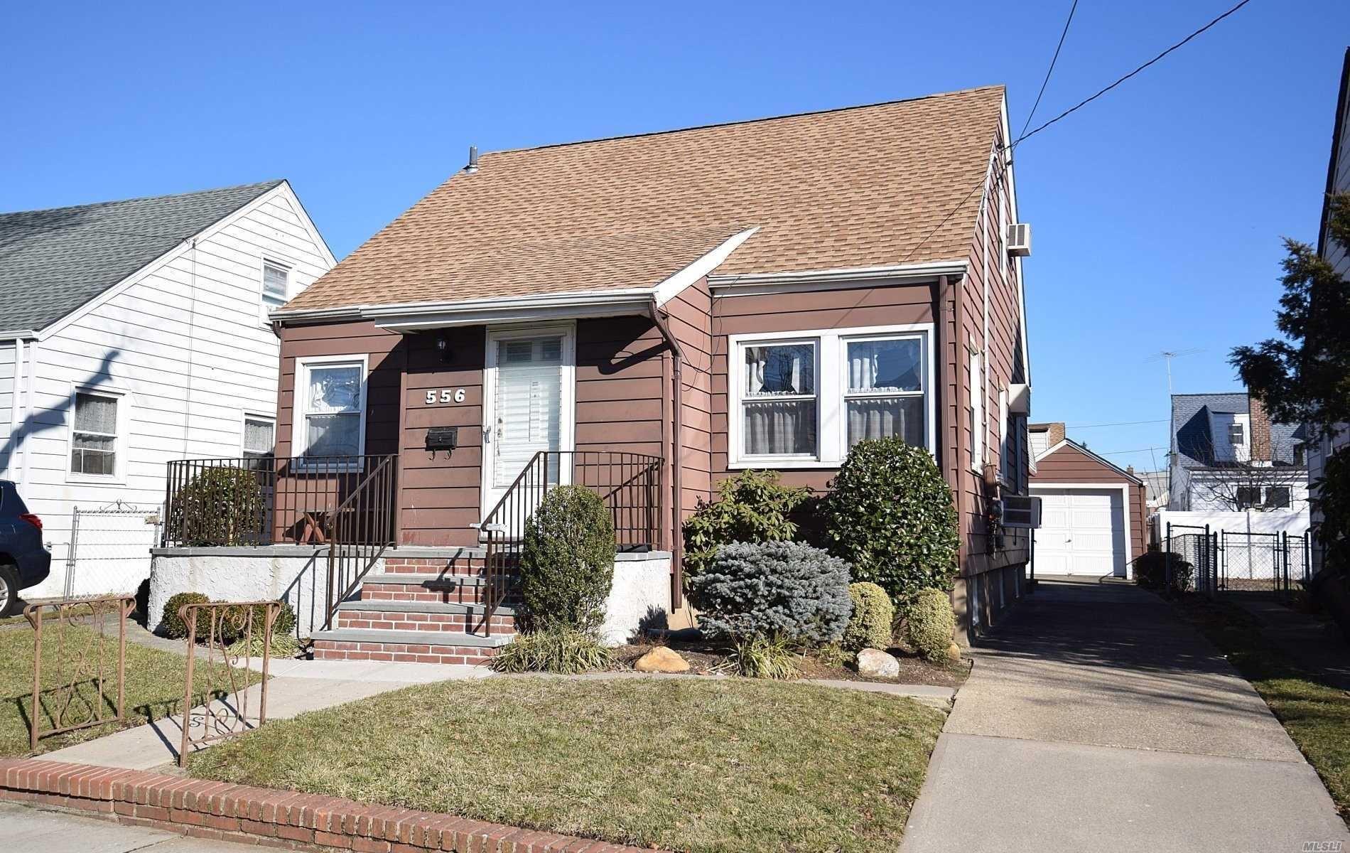 556 N 5th Street, New Hyde Park, NY 11040 - MLS#: 3197430