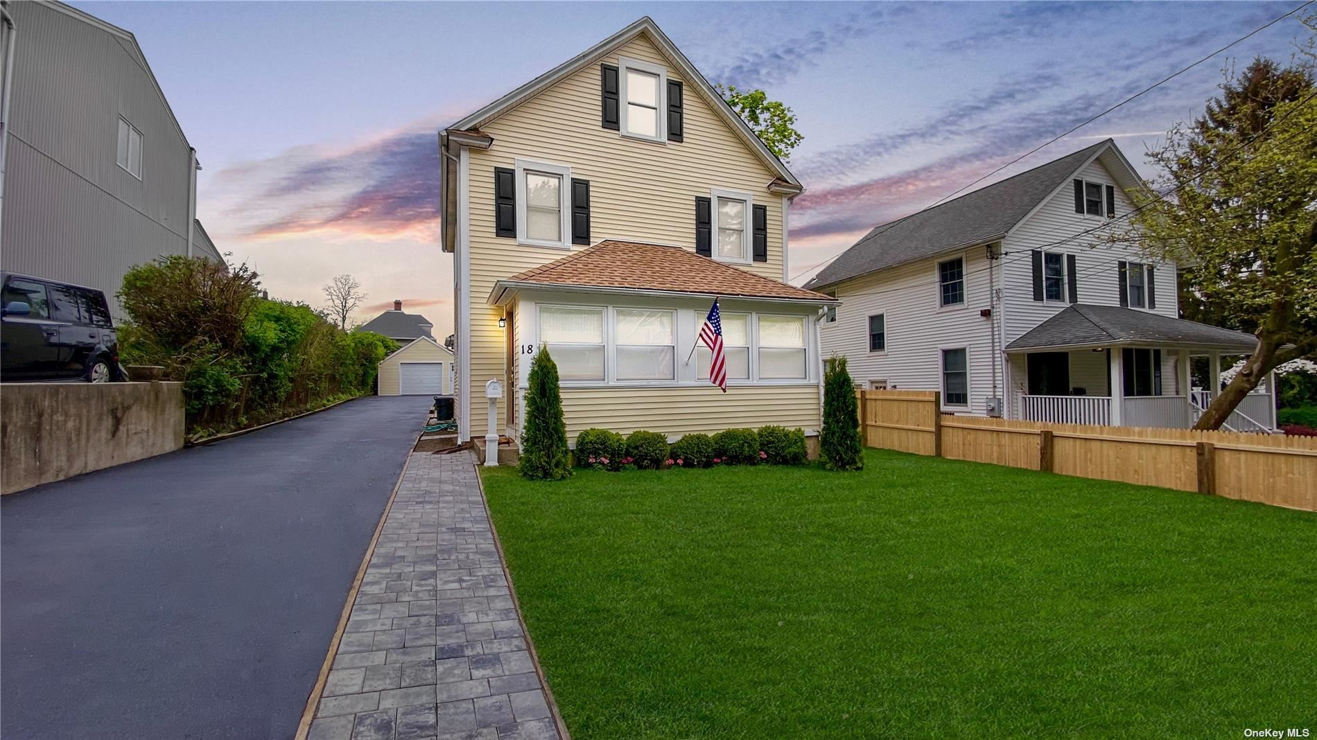 Photo of 18 Capitol Court, Oyster Bay, NY 11771 (MLS # 3309434)