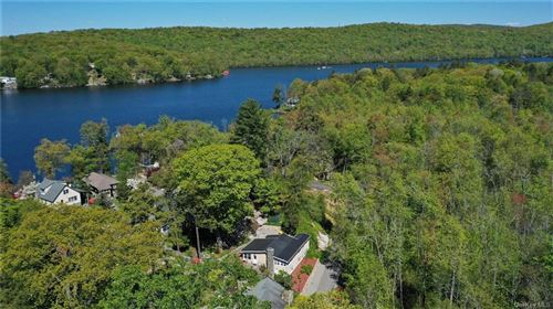 Photo of 25 Evergreen Road, Putnam Valley, NY 10579 (MLS # H6106437)