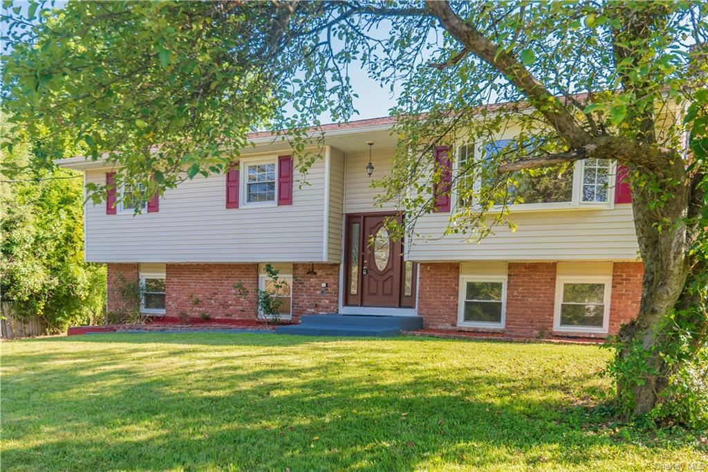 Photo of 28 Morningside Drive, Middletown, NY 10941 (MLS # H6038438)