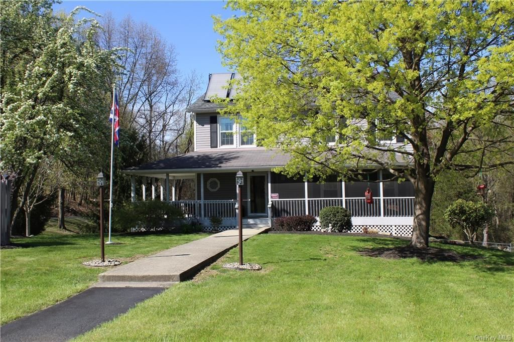 Photo of 10 Summerset Drive, Wallkill, NY 12589 (MLS # H6038446)