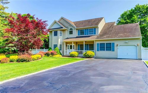 Photo of 2 Rosewood Court, Lake Grove, NY 11755 (MLS # 3319450)