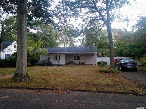 Photo of 40 Oakdale Avenue, Selden, NY 11784 (MLS # 3261451)