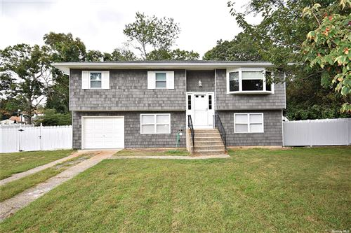 Photo of 10 Country Greens Drive, Holtsville, NY 11742 (MLS # 3321458)