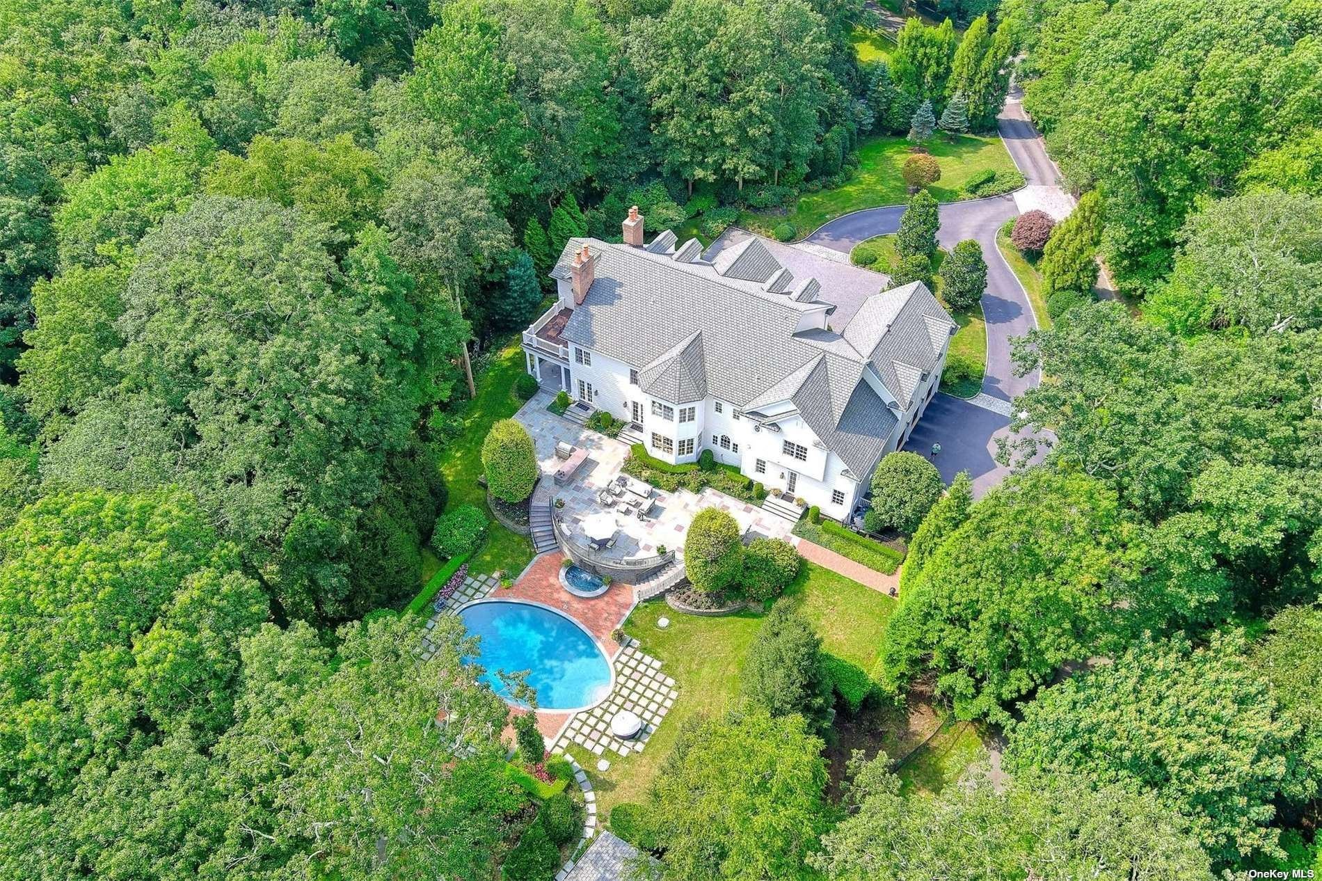 Photo of 207 Sunset Road, Laurel Hollow, NY 11771 (MLS # 3346459)