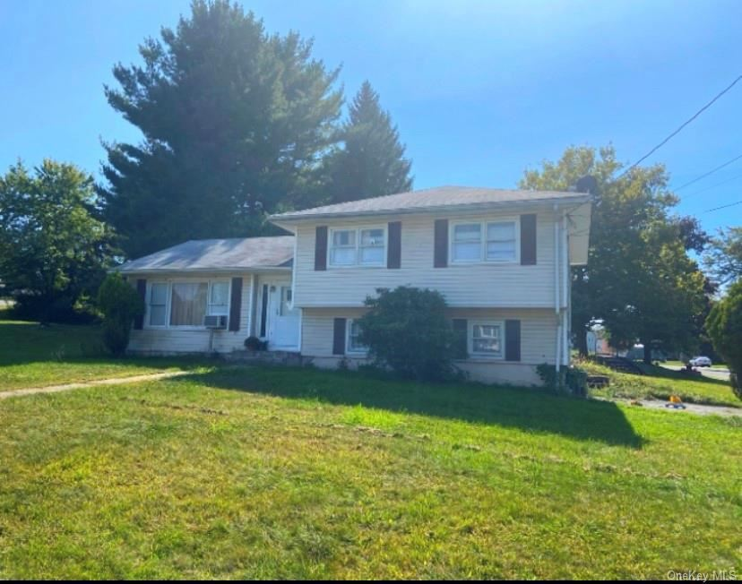 Photo of 8 Wayne Place, Middletown, NY 10940 (MLS # H6063463)