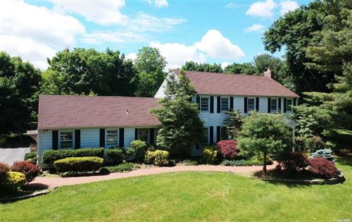 Photo of 20 Coach Lane, Muttontown, NY 11791 (MLS # 3318488)
