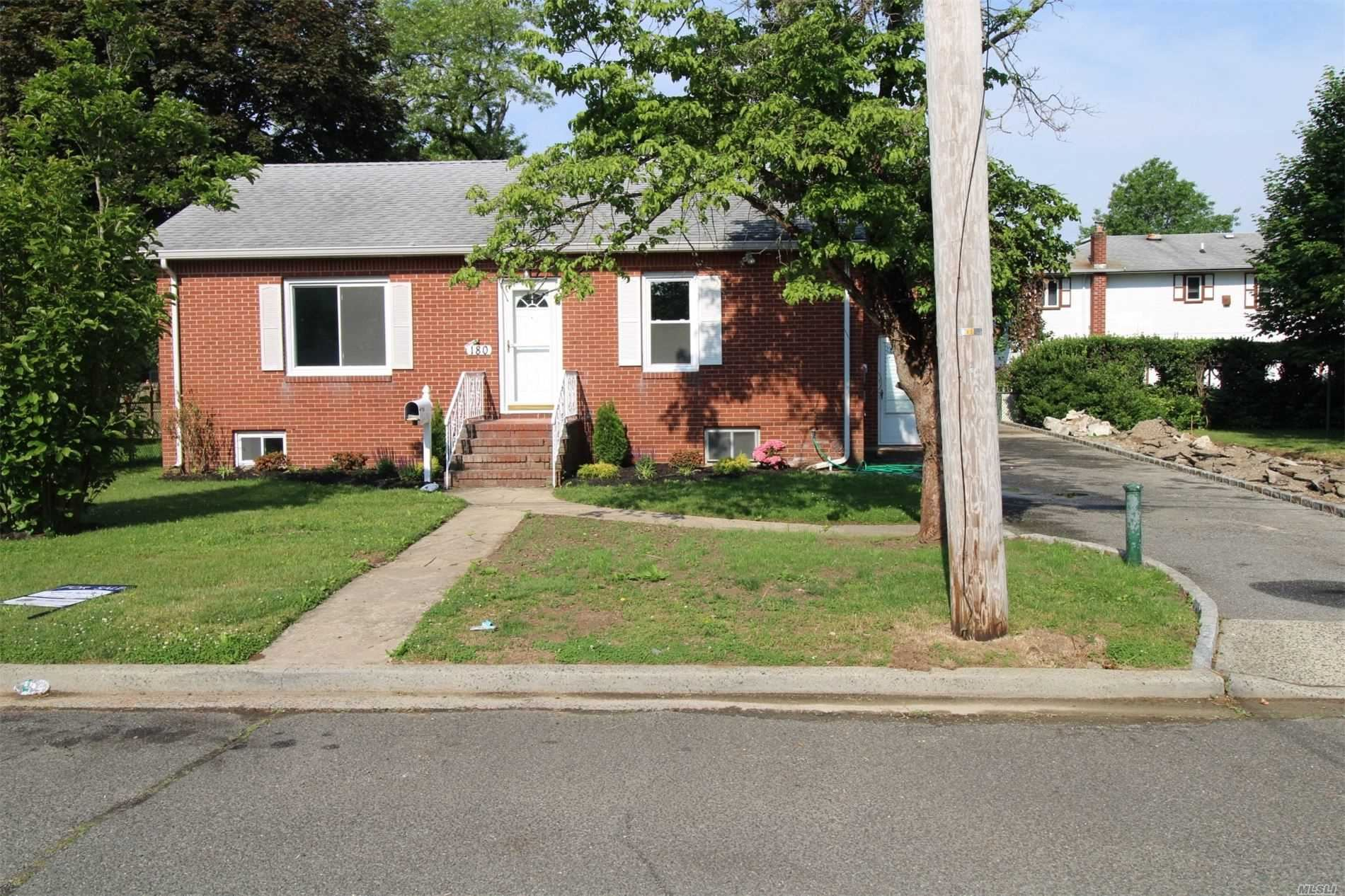 180 Newport Rd, Uniondale, NY 11553 - MLS#: 3219499