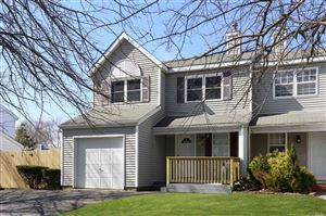 Photo of 38 Oak St, Central Islip, NY 11722 (MLS # 3116500)