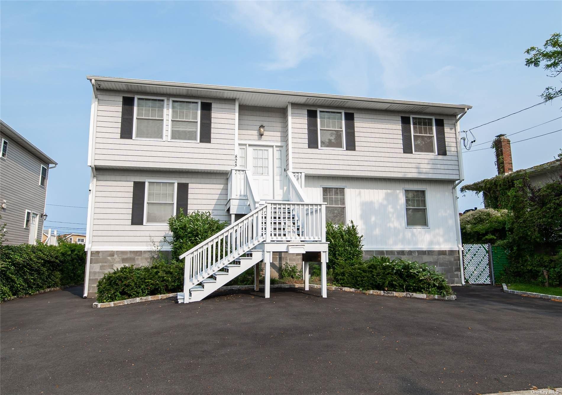 828 Beach Street, Lindenhurst, NY 11757 - MLS#: 3326507