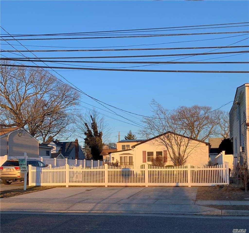 372 S Strong Avenue, Lindenhurst, NY 11757 - MLS#: 3284508