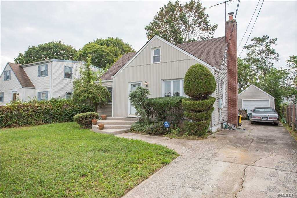Photo of 43 Francine Avenue, Massapequa, NY 11758 (MLS # 3251509)
