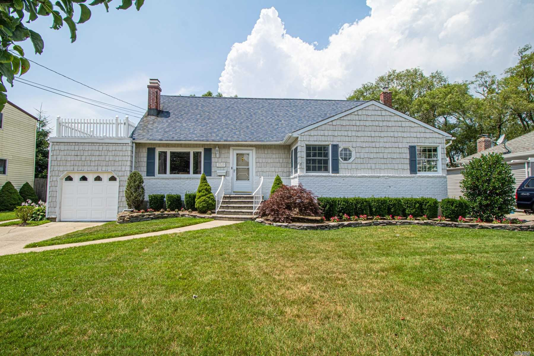 592 Center Dyre Ave, West Islip, NY 11795 - MLS#: 3232520