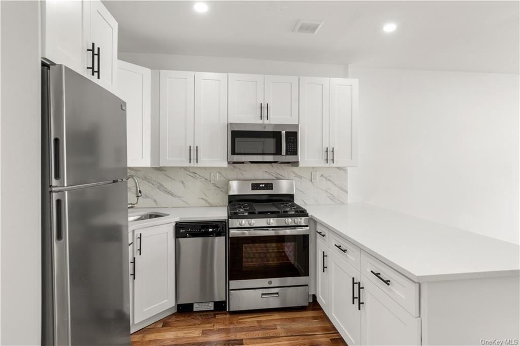 Photo of 292 Logan Avenue, BRONX, NY 10465 (MLS # H6114523)