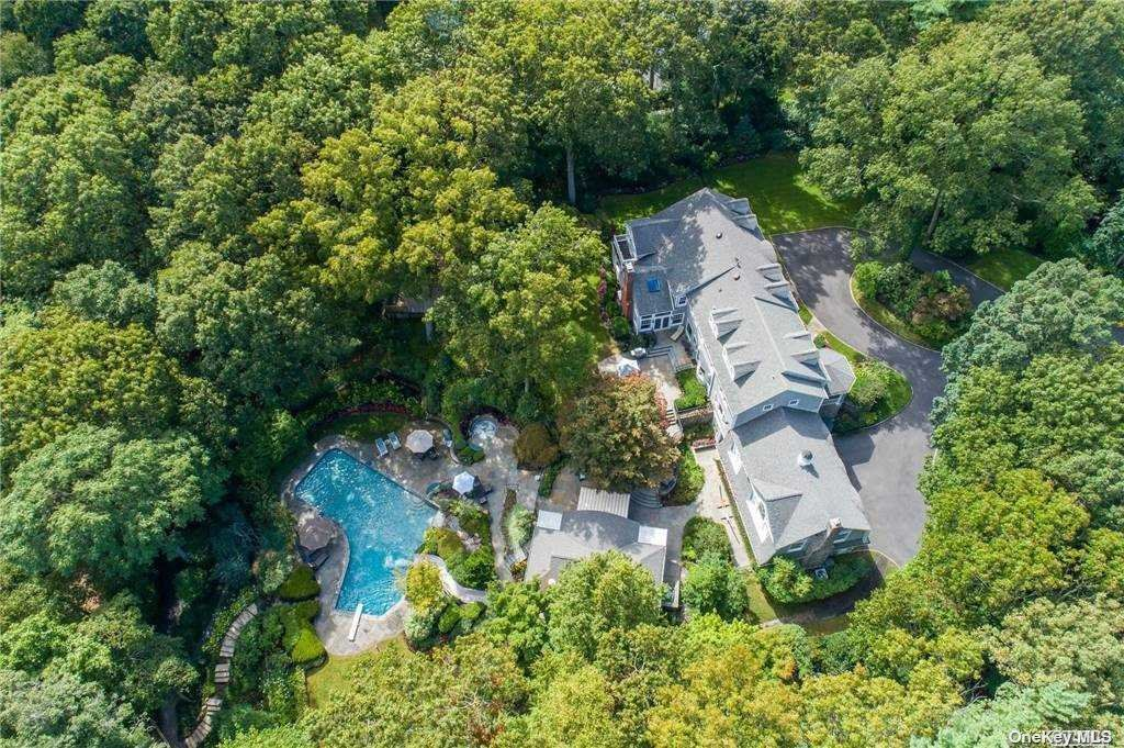 Photo of 10 Redmond Lane, Oyster Bay Cove, NY 11771 (MLS # 3283525)
