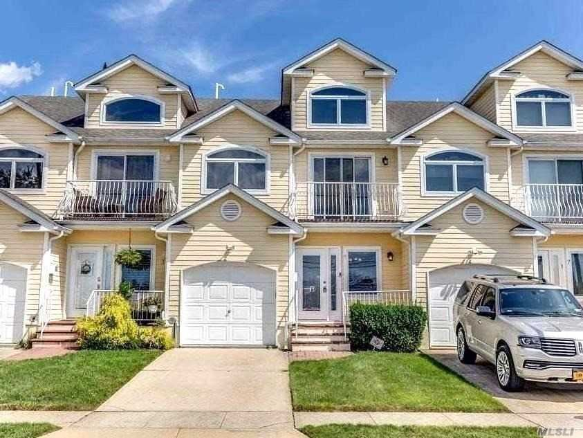Photo of 9 Alhambra Road, Massapequa, NY 11758 (MLS # 3251527)