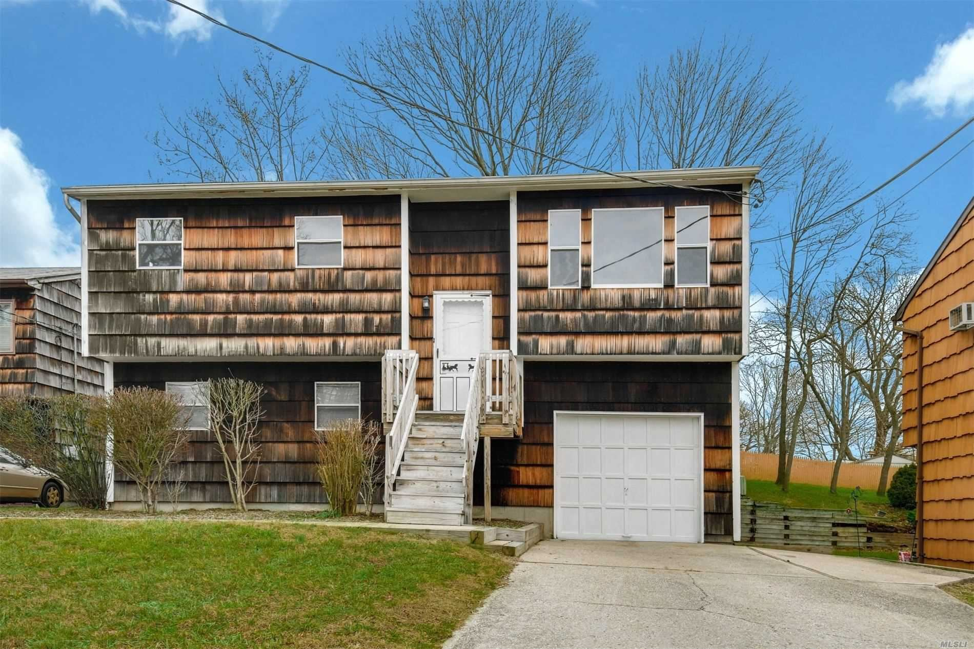 10 Monmouth Court, East Northport, NY 11731 - MLS#: 3190542