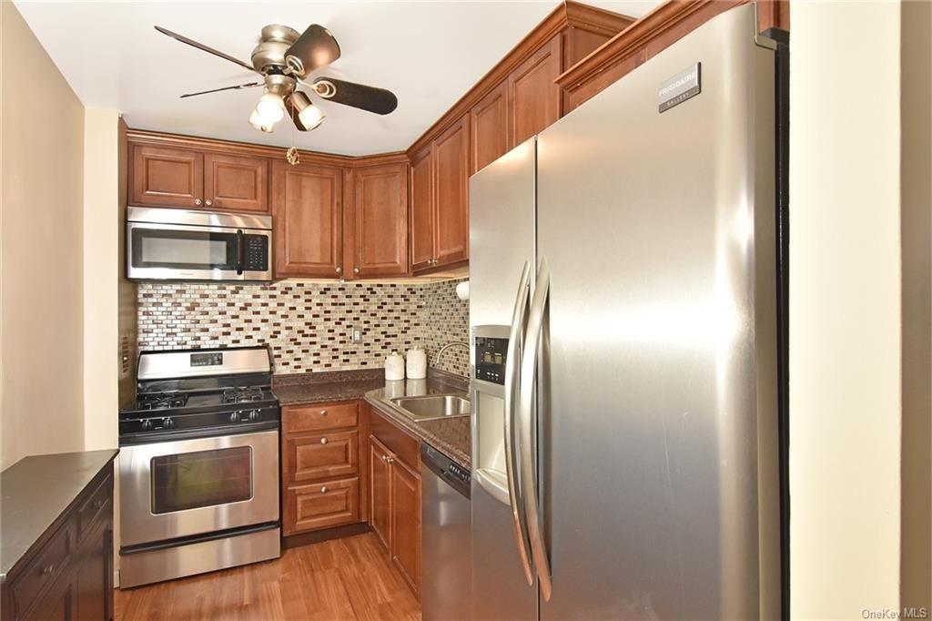 Photo of 14 Westview Avenue #600, Tuckahoe, NY 10707 (MLS # H6105550)