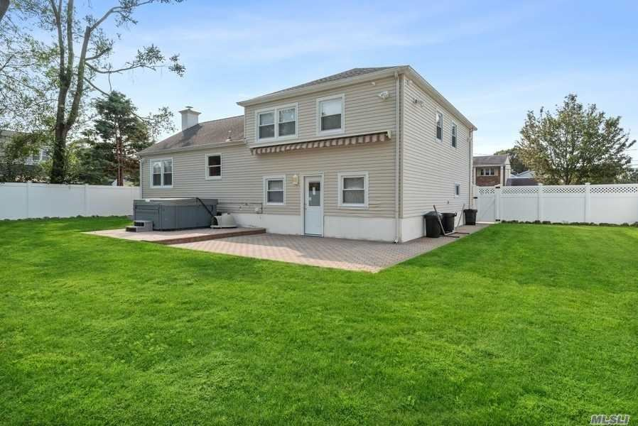 Photo of 13 Seaview Street, Massapequa, NY 11758 (MLS # 3255562)