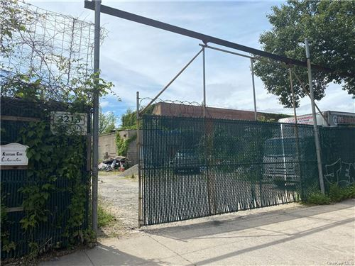 Photo of 3213 Edson Avenue, BRONX, NY 10469 (MLS # H6050564)