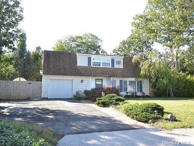 2 Honeysuckle Lane, Holtsville, NY 11742 - #: 3348564