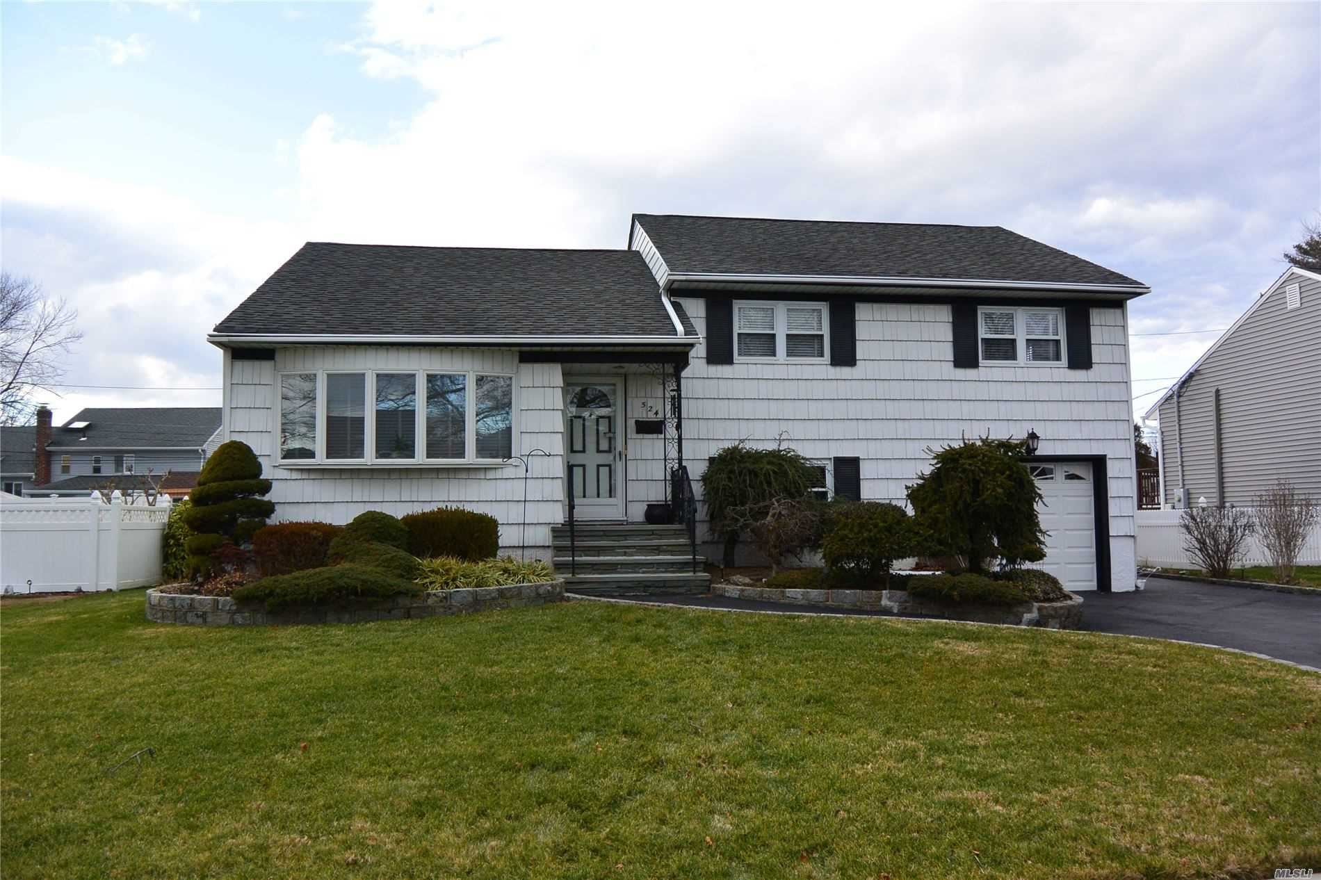 524 Charles, Wantagh, NY 11793 - MLS#: 3193565