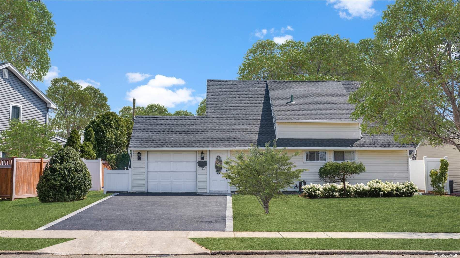 11 Polo Lane, Westbury, NY 11590 - MLS#: 3300567