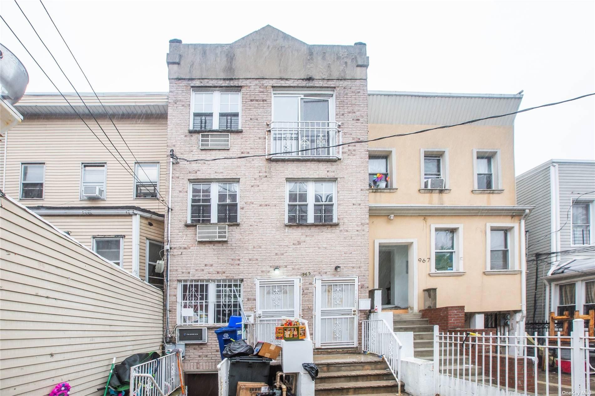 Photo of 965 Teller Avenue, Bronx, NY 10468 (MLS # 3311568)