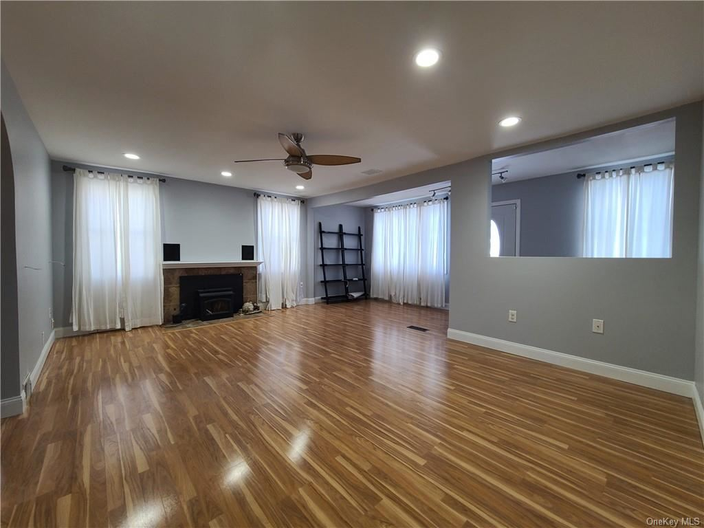 Photo of 10 Carrie Lane, Middletown, NY 10940 (MLS # H6089572)