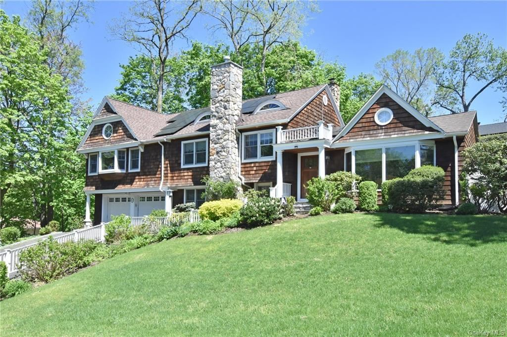 Photo of 6 Skytop Road, Scarsdale, NY 10583 (MLS # H6112573)