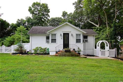 Photo of 92 Cedar Dr, Miller Place, NY 11764 (MLS # 3239579)