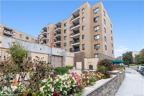 Photo of 100 E Hartsdale Avenue #2EW, Hartsdale, NY 10530 (MLS # H6091588)