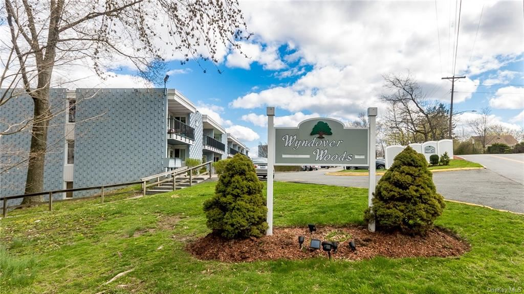 Photo of 4 Wyndover Woods #18, White Plains, NY 10603 (MLS # H6098603)