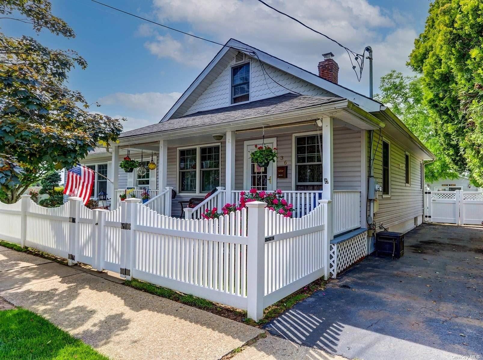 36 4th Street, Hicksville, NY 11801 - MLS#: 3318605