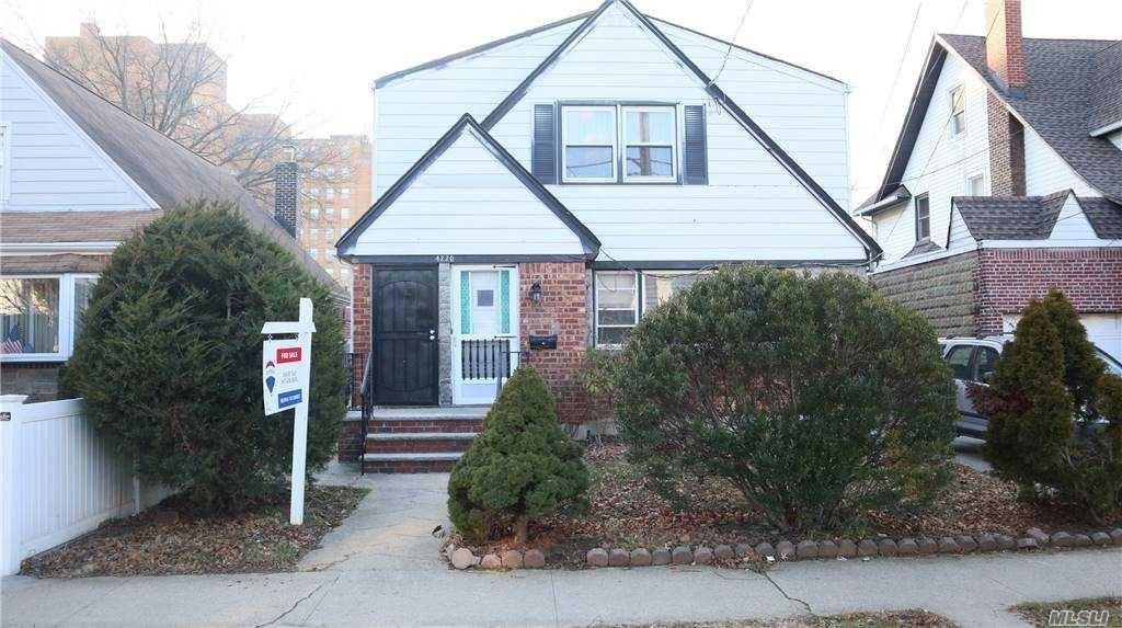 42-20 203 Street, Bayside, NY 11361 - MLS#: 3281607