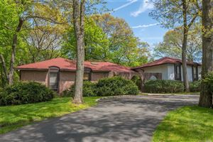 Photo of 15 The Hollows, East Norwich, NY 11732 (MLS # 3126614)