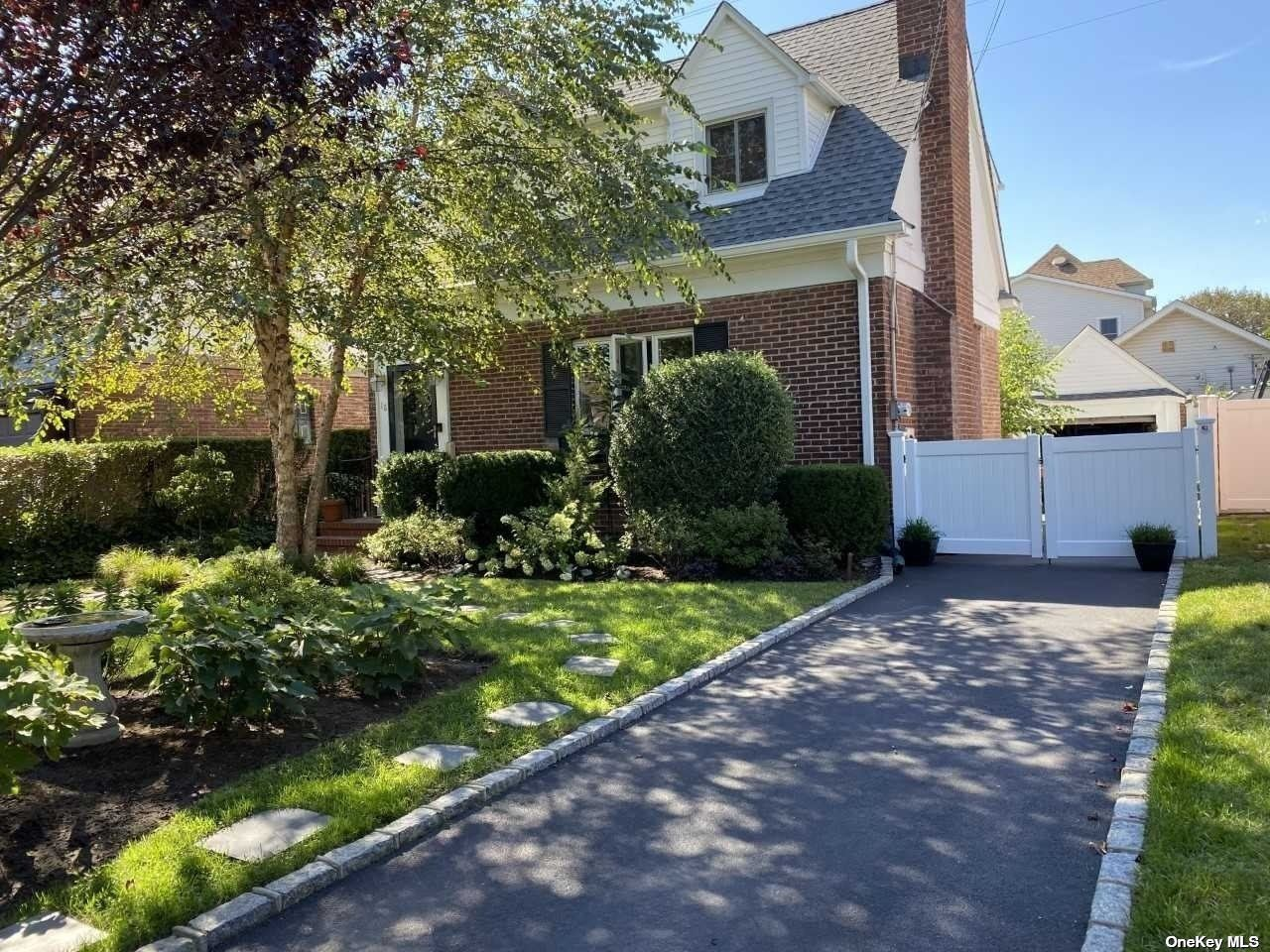 18 Piccadilly Dwns, Lynbrook, NY 11563 - MLS#: 3303616