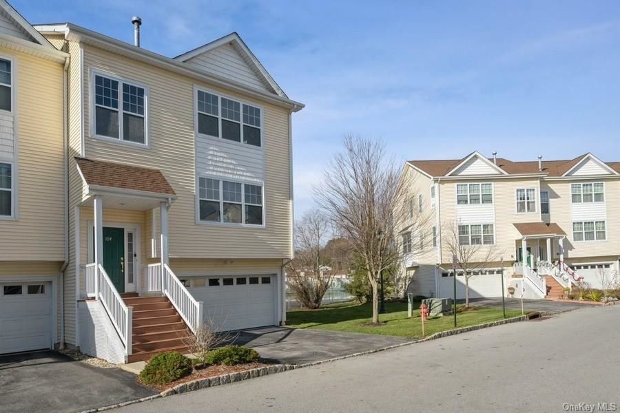 Photo of 104 Woodlake Drive #5, Middletown, NY 10940 (MLS # H6090618)