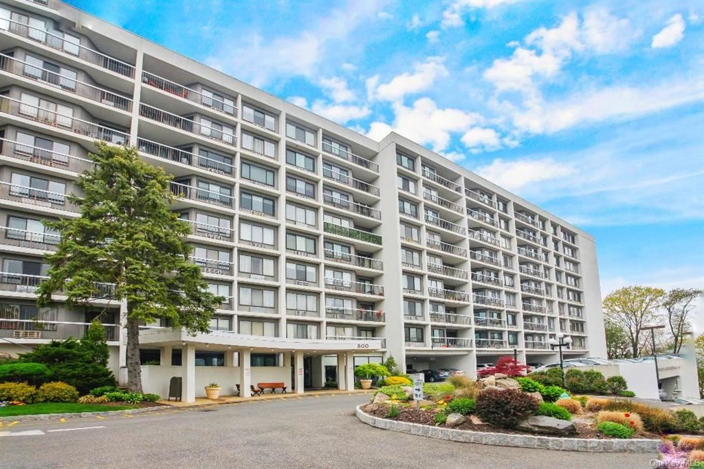 Photo of 500 High Point Drive #412, Hartsdale, NY 10530 (MLS # H6112634)