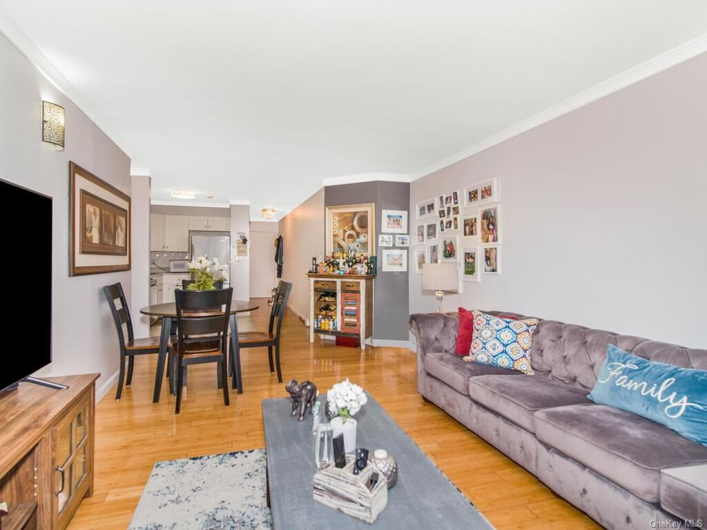 Photo of 421 N Broadway #8, Yonkers, NY 10701 (MLS # H6113635)