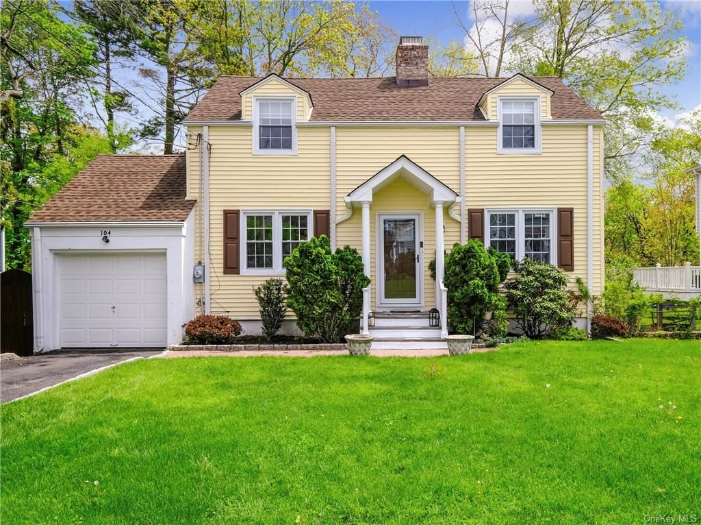 Photo of 104 Clarence Road, Scarsdale, NY 10583 (MLS # H6113636)