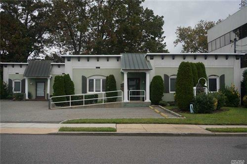 Photo of 293 Castle Avenue #2F, Westbury, NY 11590 (MLS # 3254648)