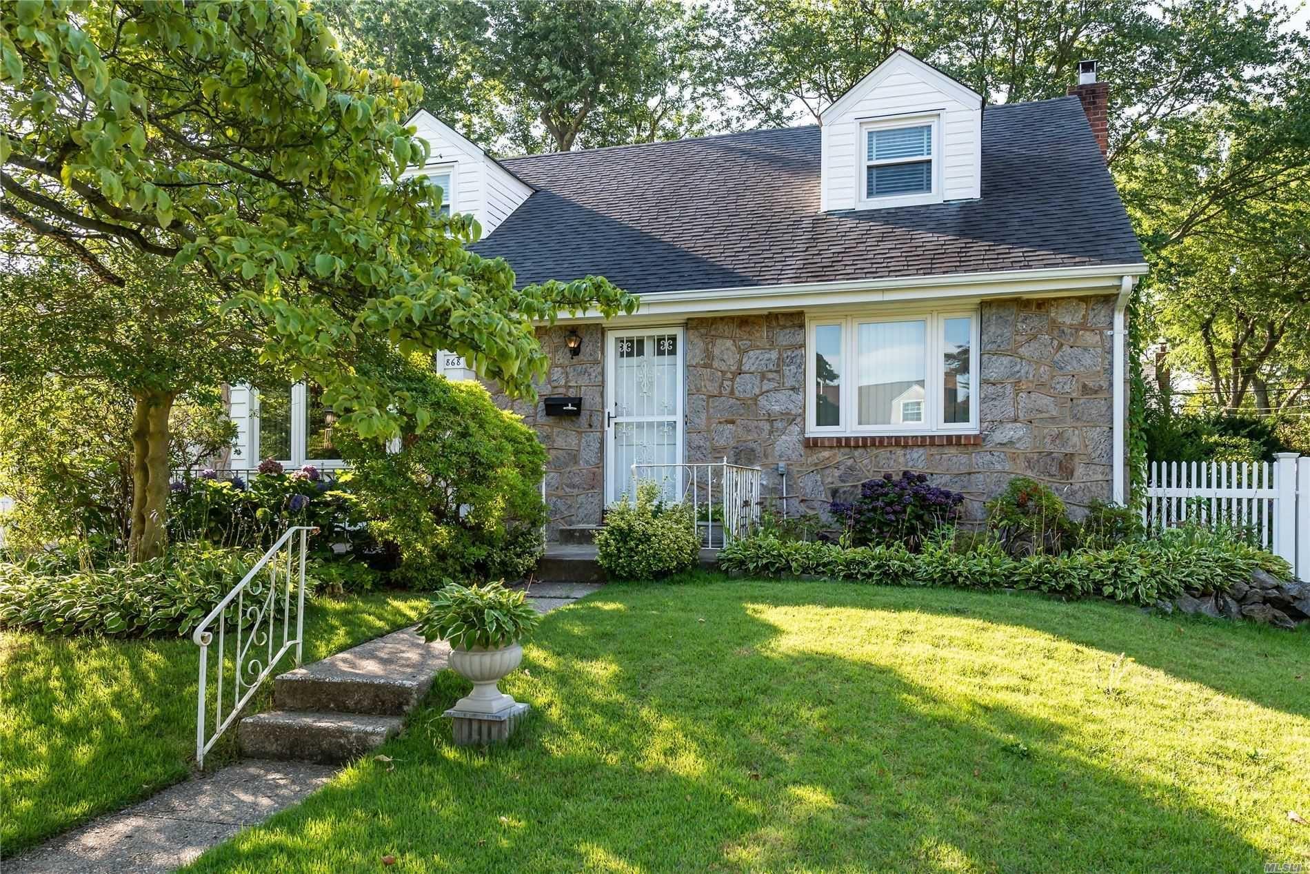 868 Leonard Drive, Westbury, NY 11590 - MLS#: 3237649