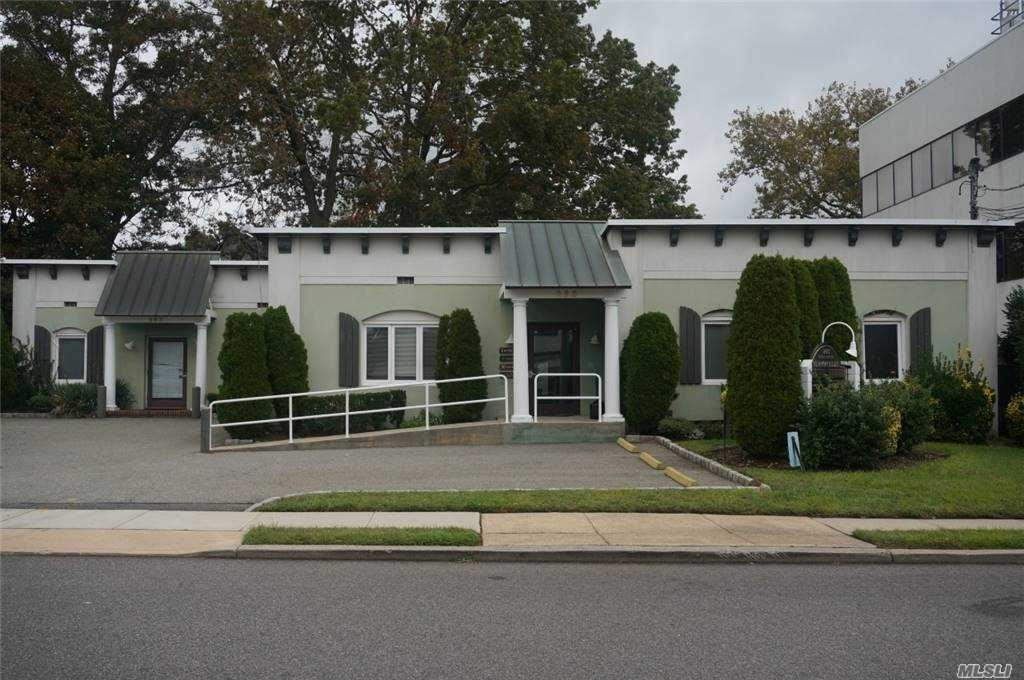 Photo of 293 Castle Avenue #2H, Westbury, NY 11590 (MLS # 3254652)