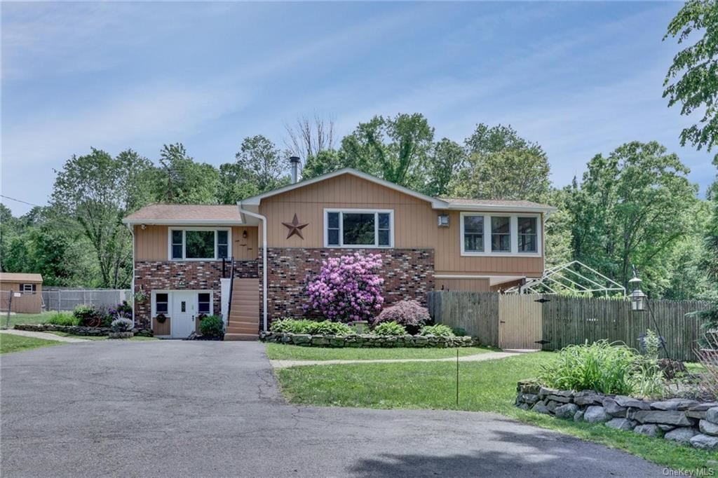 Photo of 220 Prospect Road, Middletown, NY 10941 (MLS # H6044666)