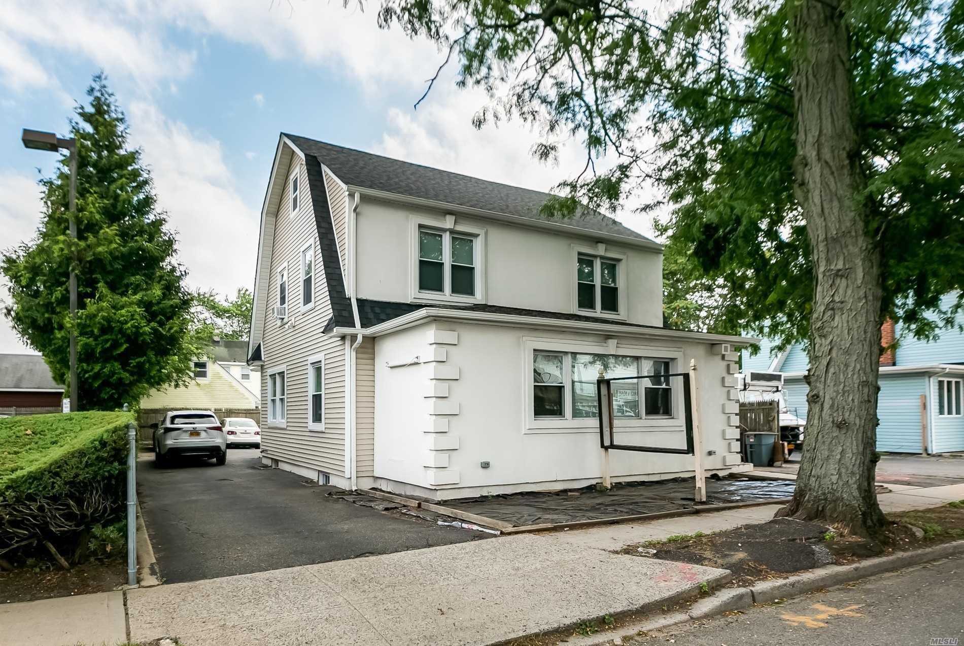 Photo of 175 W Old Country Road, Hicksville, NY 11801 (MLS # 3238667)