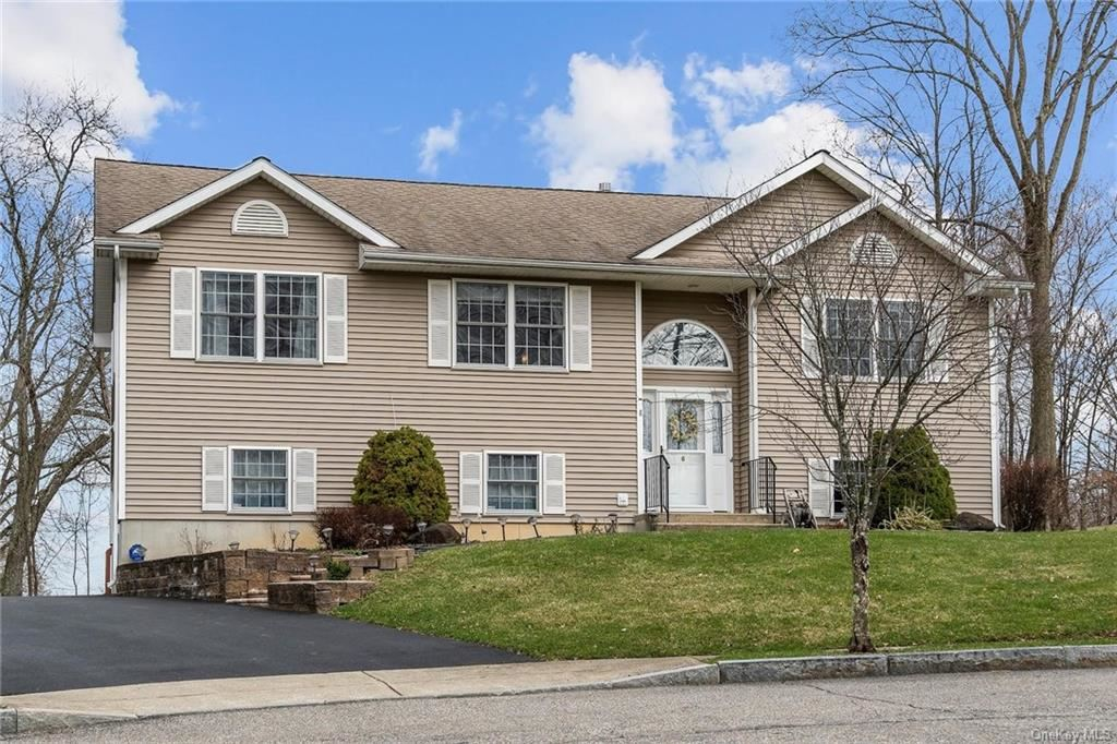 Photo of 6 Gracewoods Court, Walden, NY 12586 (MLS # H6106668)