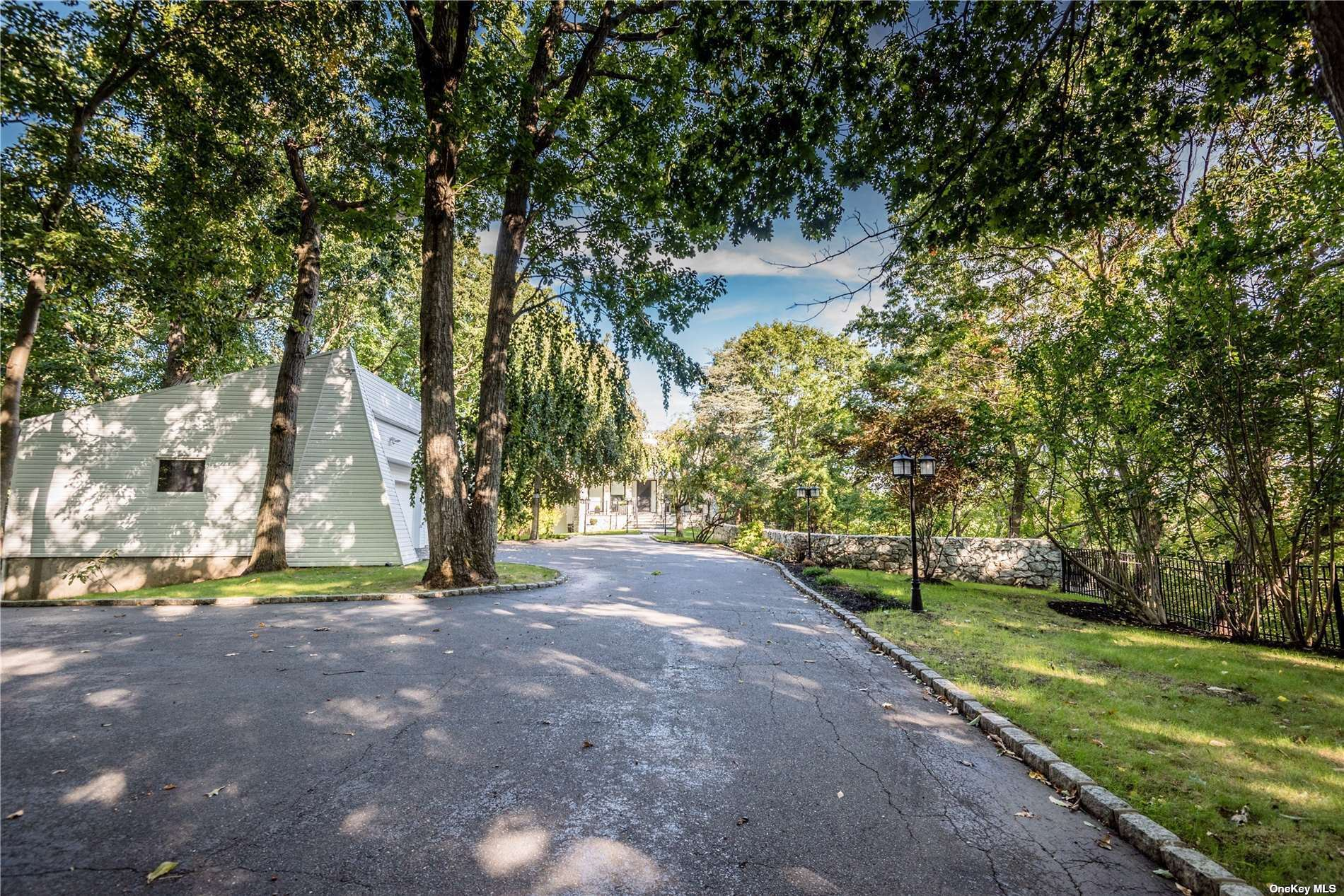 Photo of 40 West View Drive, Upper Brookville, NY 11771 (MLS # 3352679)