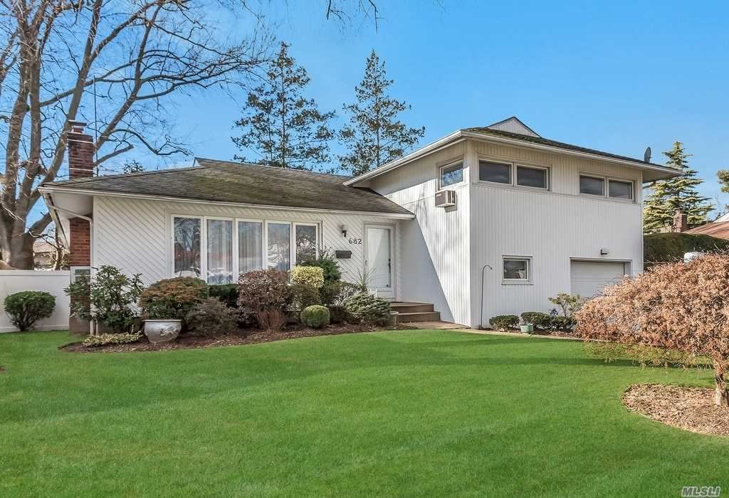 682 Eisenhower Place, East Meadow, NY 11554 - MLS#: 3192686