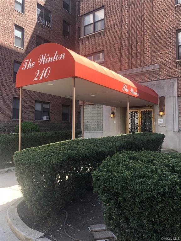Photo of 210 Martine Avenue #3E, White Plains, NY 10601 (MLS # H6112695)